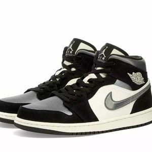 AIR JORDAN 1 MID SATIN GREY TOE 852542-011 11 shoe